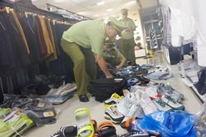 Quảng Ninh: Tạm giữ hàng 'thương hiệu' không rõ nguồn gốc