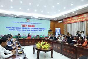 Tổng công ty Điện lực miền Bắc trao tiền ủng hộ đồng bào miền Trung tại Mặt trận Hà Nội