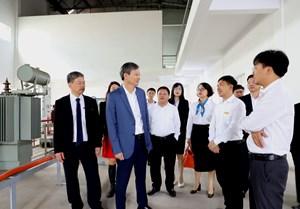 Tổng Giám đốc EVN chúc mừng cnhân Ngày Nhà giáo Việt Nam