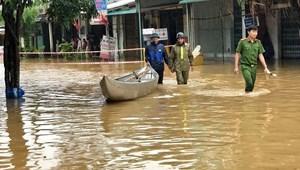 Quảng Ngãi, Bình Định: Khẩn cấp di dời dân, cứu hộ tàu thuyền sau bão số 6