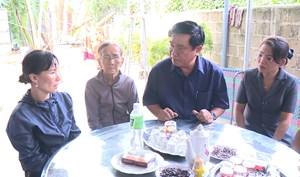 Lãnh đạo tỉnh Bình Định thăm gia đình các ngư dân gặp nạn trong bão số 9