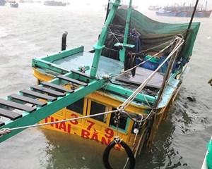 Khánh Hòa: Bão số 12 làm hàng chục nhà dân tốc mái, nhiều khu vực mất điện