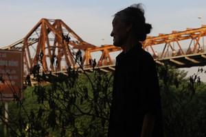 Sống lay lắt dưới chân cầu Long Biên