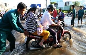 Cần Thơ: Triều cường kỷ lục khiến nhiều tuyến đường thành sông