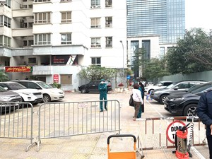 [ẢNH]: Quận Hai Bà Trưng phong toả khu vực chung cư N03 Lạc Trung