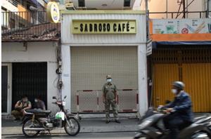Công chứng viên nhiễm Covid-19 từng họp cùng 128 người, uống cafe, đi massage khiến nhiều nơi bị phong toả