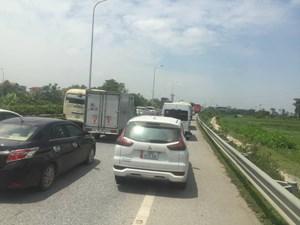 Hình ảnh cao tốc Pháp Vân - Cầu Giẽ ùn ứ kéo dài trong sáng ngày 30/4