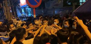 Dân 'chen lấn' tại điểm tiêm vaccine Covid-19: Bí thư Hà Nội yêu cầu làm rõ trách nhiệm