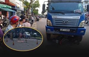 [Clip] Kinh hoàng: Xe tải vượt đèn đỏ, kéo lê cô gái giao hàng tử vong
