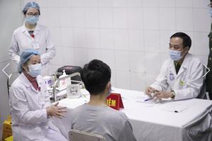 Ba tình nguyện viên đầu tiên tiêm thử nghiệm vaccine Covid-19 Việt Nam
