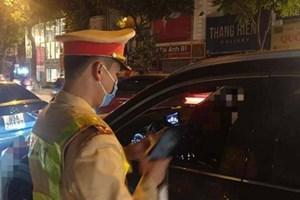 Nữ tài xế say ngất ngưởng lái ô tô trong đêm giao thừa