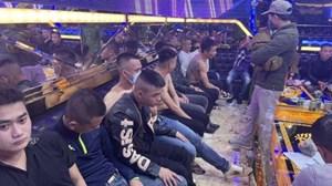 Nghệ An: Sau khi dự đám cưới, 30 thanh niên thuê quán karaoke mở 'tiệc ma túy'