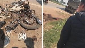 Va chạm với xe đầu kéo, người phụ nữ đi xe máy chết thảm