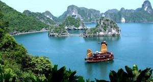 Phạt Công ty Phương Đông 100 triệu đồng vì đổ đất ra vịnh Bái Tử Long
