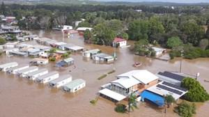 Nhà bị cuốn trôi trong trận lũ lụt 'trăm năm có một' ở Australia