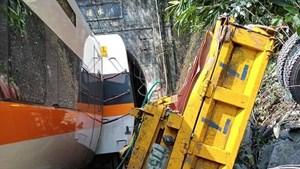 Ít nhất 36 người chết trong vụ tàu hỏa trật ray ở Đài Loan (Trung Quốc)