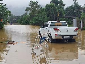 Hà Tĩnh, Quảng Bình: Ngập sâu, nguy cơ sạt lở cao