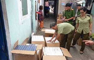 Bình Dương: Đánh sập tụ điểm tàng trữ trên 10.000 bao thuốc lá lậu