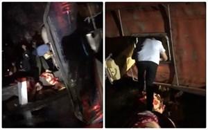 Xe khách giường nằm lật khiến 2 người chết, 10 người bị thương