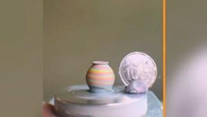 Video: Độc đáo những tác phẩm gốm sứ chỉ bé bằng đồng xu