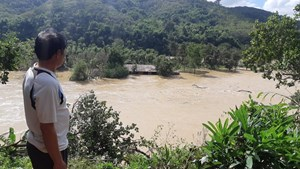 Đắk Nông: Nông dân khóc ròng khi thủy điện xả lũ cuốn trôi hàng chục lồng cá