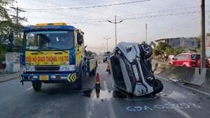 Tai nạn giao thông khi đang dừng đèn đỏ, 2 người tử vong