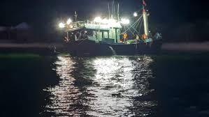Kịp thời cứu 14 ngư dân Quảng Ngãi bị nạn trên biển