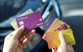 Ngân hàng chạy đua chuyển đổi thẻ