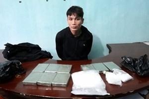 Bắt vụ vận chuyển 9 bánh heroin
