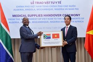 Trao tặng vật tư y tế hỗ trợ các nước châu Phi