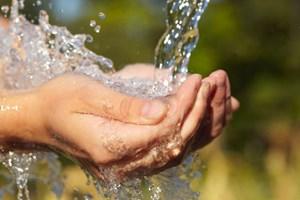 Chính phủ yêu cầu giảm giá nước sạch, hỗ trợ người dân ảnh hưởng bởi Covid-19