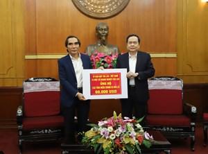 Doanh nghiệp Lào chia sẻ khó khăn với người dân miền Trung