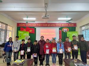 Mang sách đến cho trẻ em Hà Giang