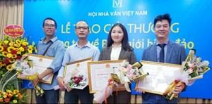 Văn học Việt vượt khó trong đại dịch