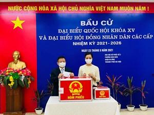 Không khí Ngày bầu cử tràn ngập trên trang cá nhân các nghệ sĩ Việt