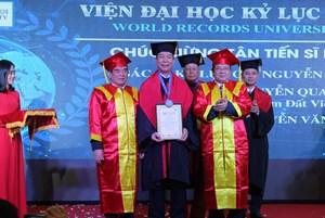 Trao danh hiệu Tiến sĩ danh dự Viện Đại học Kỷ lục thế giới