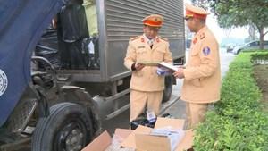 Tài xế xe tải chế thùng phụ để vận chuyển 16.000 bao thuốc lá lậu