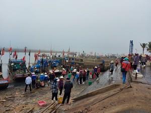 Thanh Hóa: Ngang nhiên thu tiền trái phép tại cảng cá