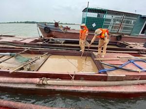 Ninh Bình: Bắt quả tang 4 thuyền hút trộm cát