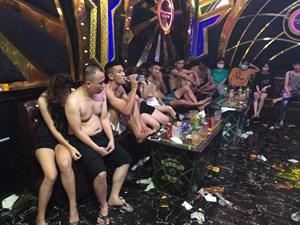 Đãi 22 người bạn ở Thanh Hóa, Nghệ An bằng 'tiệc ma túy'