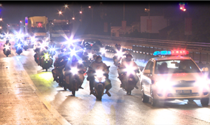 Xuyên đêm dẫn đường hàng nghìn người dân đi xe máy về quê tránh dịch