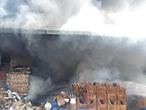 Bình Dương: Cháy xưởng 1.000m2 của công ty vật liệu xây dựng
