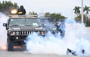 Cảnh vệ diễn tập bảo vệ nguyên thủ khi có khủng bố