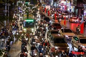 Càng gần Tết, giao thông càng căng thẳng