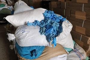 Hòa Bình: Thu giữ gần 4 tấn găng tay đã qua sử dụng