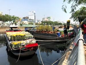 Đặc sắc chợ hoa trên bến dưới thuyền