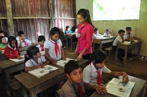 Chăm lo đời sống giáo viên, học sinh dịp Tết Nguyên đán