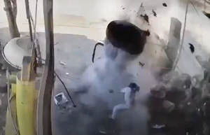 [VIDEO] Lốp ô tô phát nổ kinh hoàng, chủ gara tử vong tại chỗ