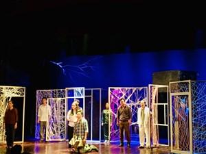 Sân khấu và cơ hội của người trẻ