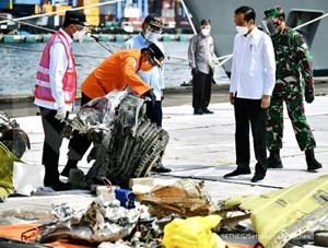 Indonesia: Tìm thấy phần còn lại của hộp đen máy bay rơi xuống biển